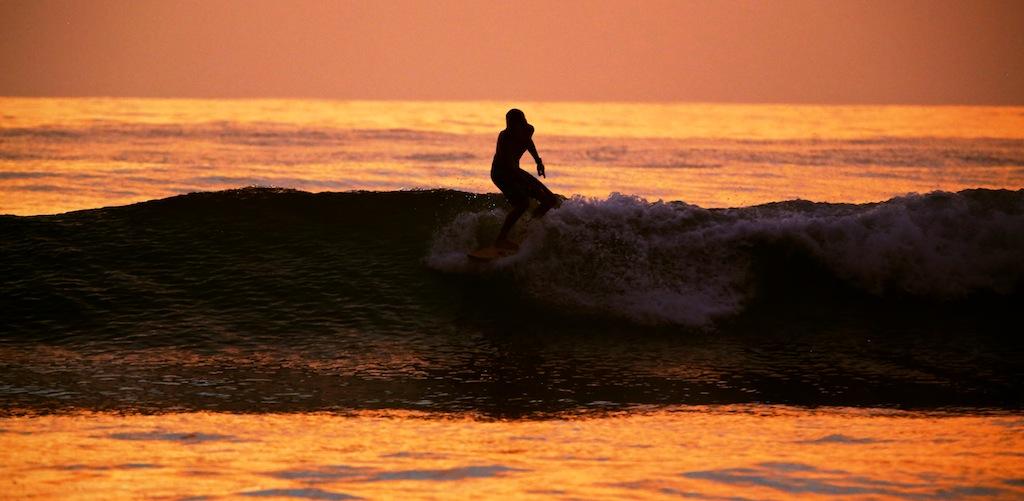 Surfing ved Santa Teresa 8