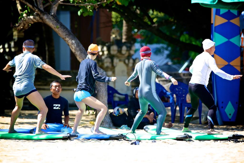 Surfing Bali 4