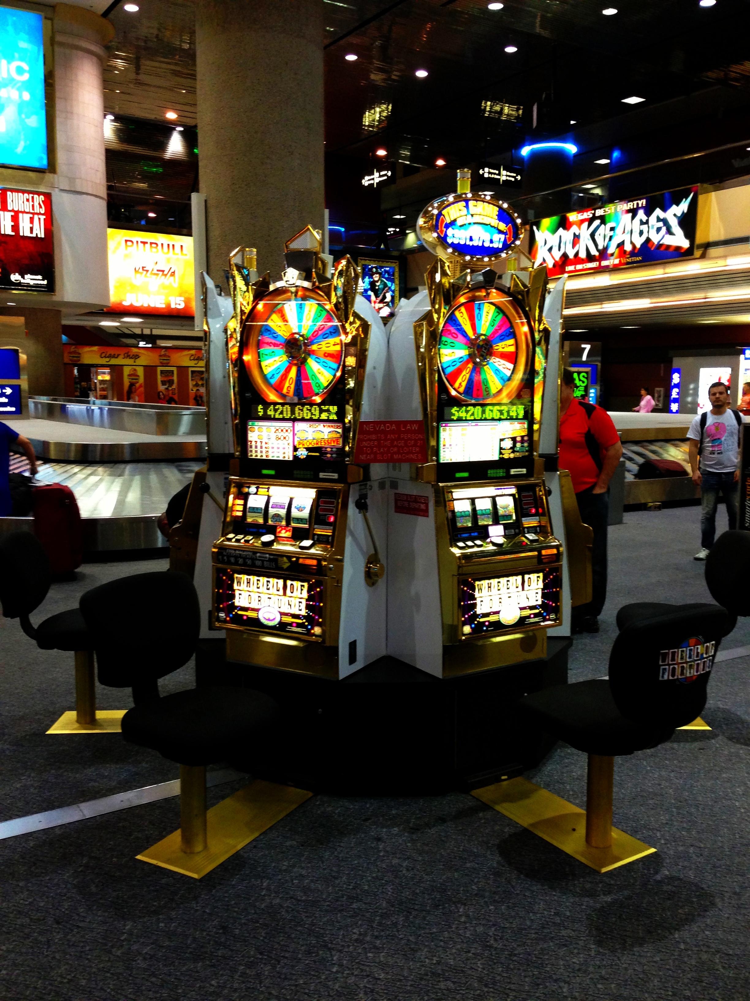 Allerede i lufthavnens indkomsthal kan du gå i gang med at spille, mens du venter på at bagagen kommer